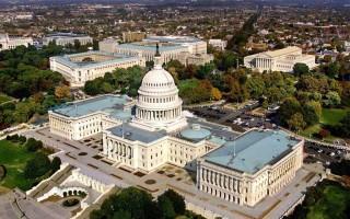 Здание конгресса США и капитолийский холм в Вашингтоне