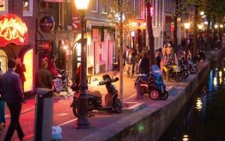 Знаменитая Улица Красных Фонарей в Амстердаме