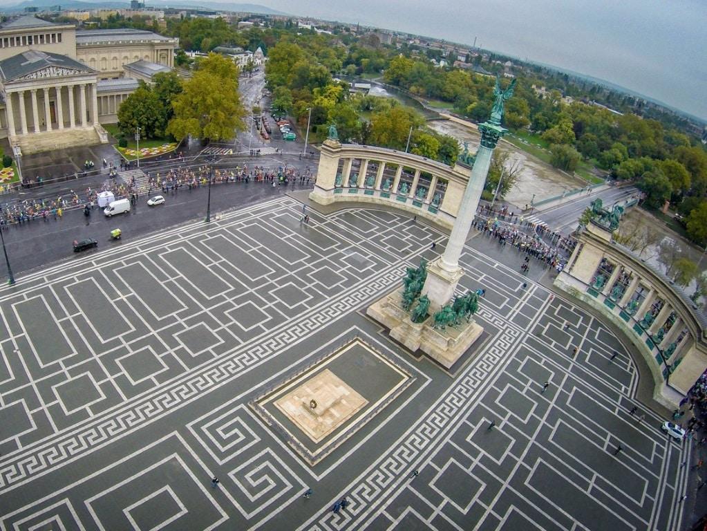 Вид на площадь Героев