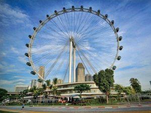 Высота колеса обозрения в Сингапуре составляет 165 метров