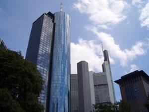 Познакомьтесь с городом с обзорной площадки Main Tower