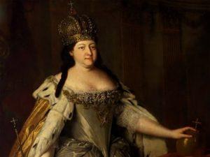 Анна Иоановна в короне