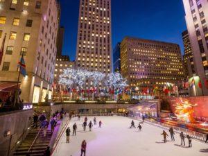 Площадь Lower Plaza с катком зимой