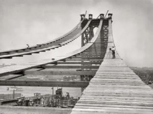 При строительстве моста впервые применили сталь вместо чугуна