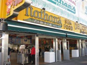 Ежегодно на территории закусочной проводятся чемпионаты по поеданию хот-догов
