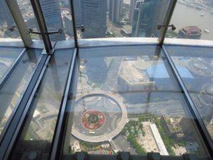 Стеклянная площадка на высоте 259 метров