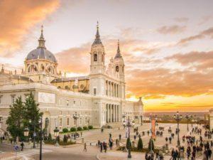 Собор Альмудена знаменит среди европейцев