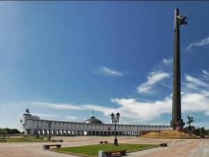 Памятник возвели в честь народного подвига – победы над фашистскими захватчиками
