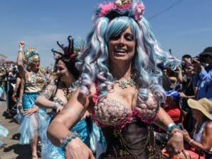 Летний сезон на полуострове начинается с Праздника Нептуна и Парада русалок