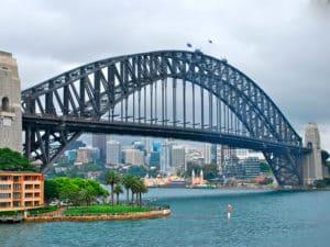 Мост в г. Сидней является важной транспортной артерией