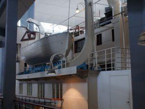 Привлекает посетителей огромный лайнер