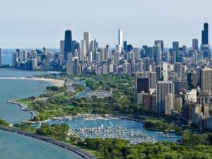 Город на берегу озера Мичиган