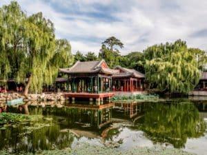 Все здания построены в традиционном китайском стиле