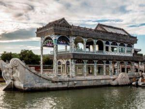 Павильон в виде традиционного китайского корабля