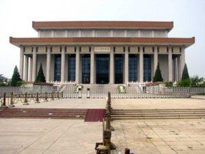Усыпальница Мао Цзэдуна построена в самом центре площади Небесного Спокойствия