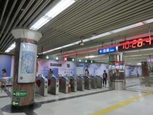 Рекомендуется ехать на метро до станции Yonghegong