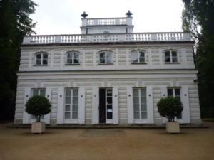 Белый домик