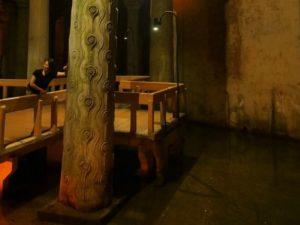 Плачущая колонна